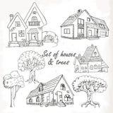 Комплект домов и деревьев также вектор иллюстрации притяжки corel Стоковое фото RF