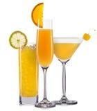 Комплект оранжевых коктеилей с украшением от плодоовощей и красочной соломы изолированных на белой предпосылке Стоковое Изображение