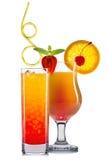 Комплект оранжевых коктеилей с украшением от плодоовощей и красочной соломы изолированных на белой предпосылке Стоковая Фотография