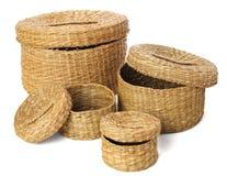 Комплект открытой плетеной handmade коробки 4 на белой предпосылке Стоковая Фотография RF