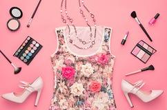 Комплект очарования моды стильный Предметы первой необходимости косметические Стоковое Изображение