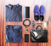 Комплект одежды и аксессуаров людей стоковое изображение