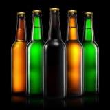 Комплект пивных бутылок на черной предпосылке Стоковые Изображения
