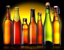 Комплект пивных бутылок на черной предпосылке Стоковые Изображения RF