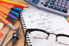 Комплект поставек канцелярских принадлежностей или математики офиса Стоковые Фото
