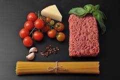 Комплект продуктов для варить итальянские блюда - спагетти Bolognese Стоковые Изображения