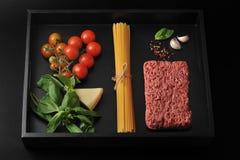 Комплект продуктов для варить итальянские блюда - спагетти Bolognese Стоковые Изображения RF