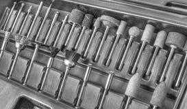 Комплект различных аксессуаров для мини машины сверла в черно-белом Стоковая Фотография