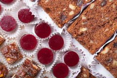 Комплект различных видов естественных десертов в коробке коробки Стоковая Фотография RF