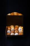Комплект различных видов домодельных трюфелей шоколада в golde Стоковое Изображение