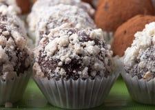 Комплект различных видов домодельных трюфелей шоколада селективно Стоковые Изображения