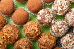 Комплект различных видов домодельных трюфелей шоколада Стоковое Фото