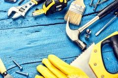 Комплект различных инструментов на голубой деревянной предпосылке Стоковое Изображение