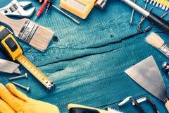 Комплект различных инструментов на голубой деревянной предпосылке Конструкция и Стоковое Фото