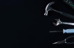 Комплект различных инструментов на черной предпосылке Стоковое Фото