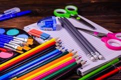 Комплект различных канцелярских принадлежностей школы Блокнот, ножницы, pensils Стоковые Фото