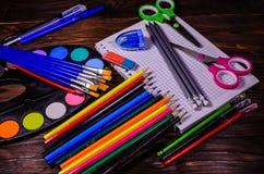 Комплект различных канцелярских принадлежностей школы Блокнот, ножницы, pensils Стоковая Фотография RF