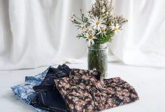 Комплект различных одежд и аксессуаров для женщин Стоковое фото RF