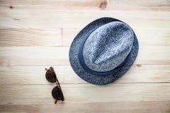 Комплект различных одежд и аксессуаров для людей Стоковые Фотографии RF