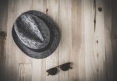 Комплект различных одежд и аксессуаров для людей Стоковые Изображения