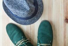 Комплект различных одежд и аксессуаров для людей Стоковые Фото