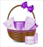 Комплект различных продуктов красоты в плетеной корзине Стоковая Фотография