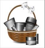 Комплект различных продуктов красоты в плетеной корзине Стоковое Изображение
