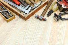 Комплект различных старых инструментов и аппаратур для конструкции и re Стоковая Фотография RF