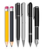 Комплект реалистических карандашей 3D и элегантных черных и серебряных ручек шарика Стоковые Изображения