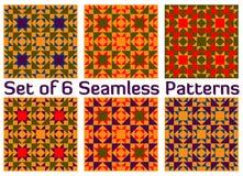 Комплект 6 ретро геометрических безшовных картин с треугольниками и квадратами красных, голубых, зеленых, фиолетовых и оранжевых  Стоковое Изображение