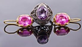 Комплект ретро ювелирных изделий золота от серебряных серег кольца и золота Стоковая Фотография