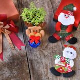 Комплект рождества декоративный на деревянной предпосылке Стоковое фото RF