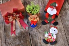 Комплект рождества декоративный на деревянной предпосылке Стоковая Фотография