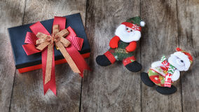 Комплект рождества декоративный на деревянной предпосылке Стоковые Изображения