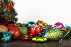Комплект рождества и Нового Года Сферы и конусы ели Стоковая Фотография