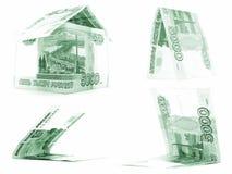 Комплект русского рубля зеленого цвета 5000, изолированный дом, белая предпосылка рублевки Стоковая Фотография RF