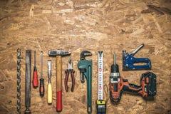 Комплект ручных резцов в ряд на панели OSB Стоковые Фотографии RF