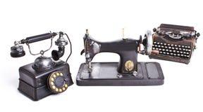 комплект сбора винограда Старый телефон, швейная машина, машинка Стоковое Изображение