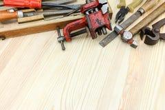 Комплект старых инструментов для реновации и конструкции дома на деревянном Стоковое Фото