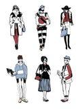 Комплект стильных людей с устройствами на улице, собрании моды эскиза Стоковые Фото