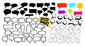 Комплект схематичной нарисованных рукой пузырей речи также вектор иллюстрации притяжки corel белизна изолированная предпосылкой с Стоковые Изображения RF