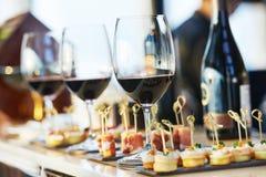Комплект таблицы ресторанного обслуживании конца-вверх Стоковое Изображение
