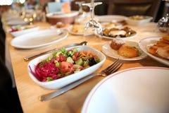 Комплект таблицы ресторанного обслуживании Стоковые Изображения RF