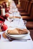 Комплект таблицы для wedding или другого поставленный еду обедающего события стоковые изображения rf