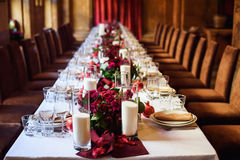 Комплект таблицы для wedding или другого поставленный еду обедающего события Стоковая Фотография