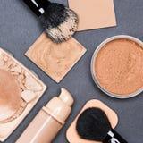 Комплект тона и цвета лица кожи продуктов состава даже вне Стоковые Фотографии RF