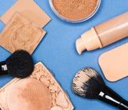 Комплект тона и цвета лица кожи продуктов состава даже вне Стоковая Фотография RF
