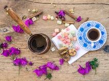 Комплект турецкого кофе на поверхности woden Стоковые Изображения RF