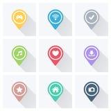 Комплект указателей и отметок цвета для карты и план с белыми значками на серой предпосылке Стоковое фото RF
