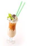 Комплект чайника с коктеилем coffe вахт andExclusive с чаем карамельки свободным в контейнере на белой предпосылке, продукте для  Стоковые Изображения RF